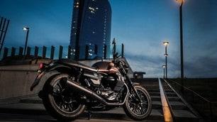 Moto Guzzi V7 III Stone Night Pack: le nuove foto
