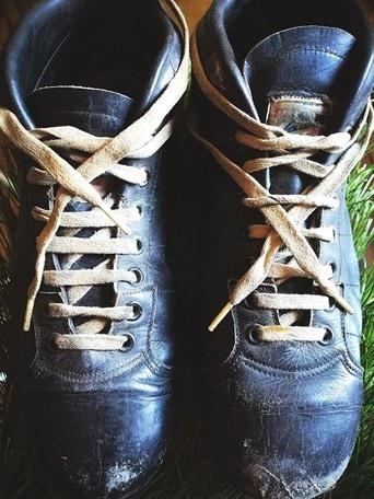 Gli scarpini di Meazza a Un secolo d'azzurro