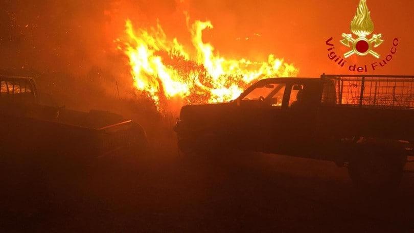 Sardegna, paura nella notte: evacuate abitazioni e auto in fuga