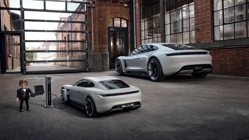 Porsche Mission E, l'elettrica debutta in