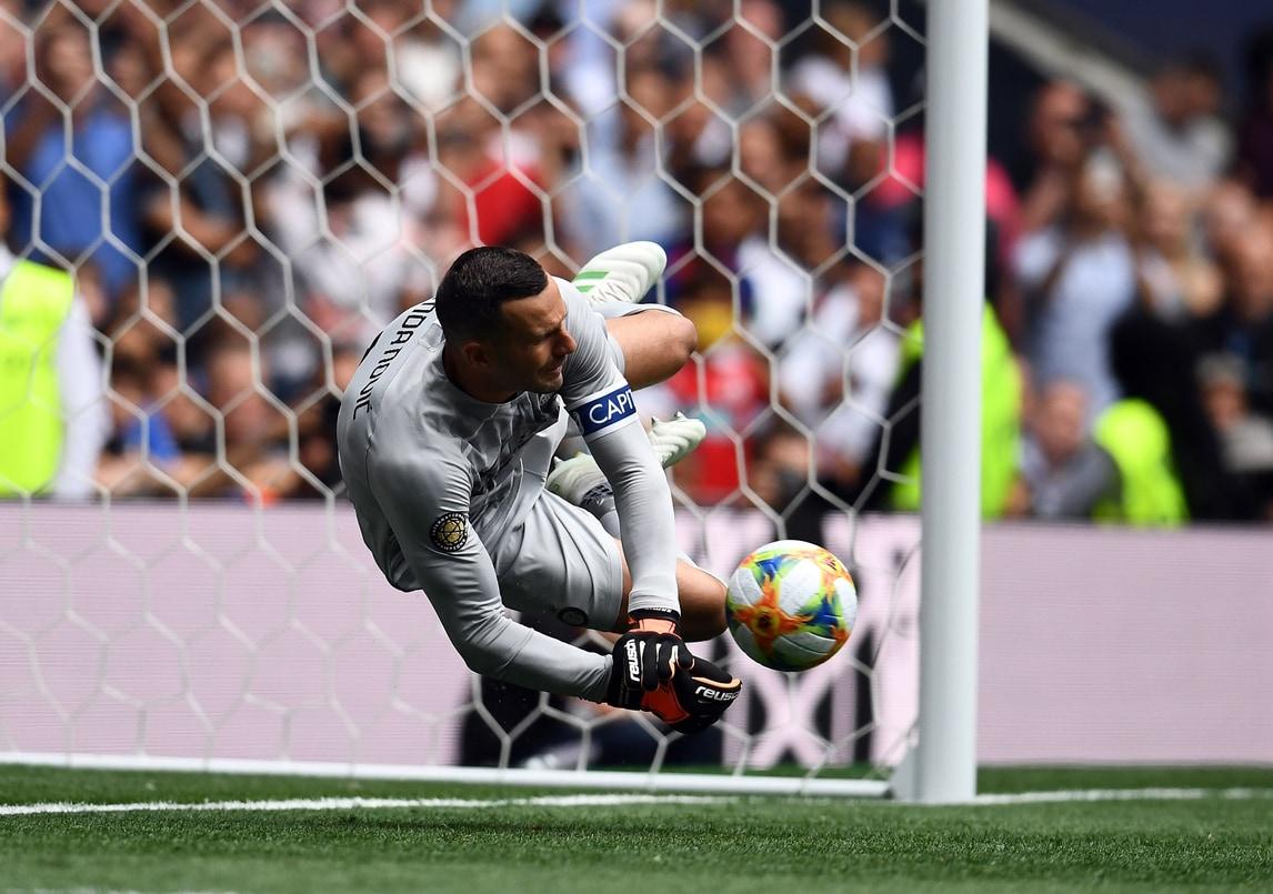 Muraglia Handanovic: para due penalty e regala vittoria contro il Tottenham