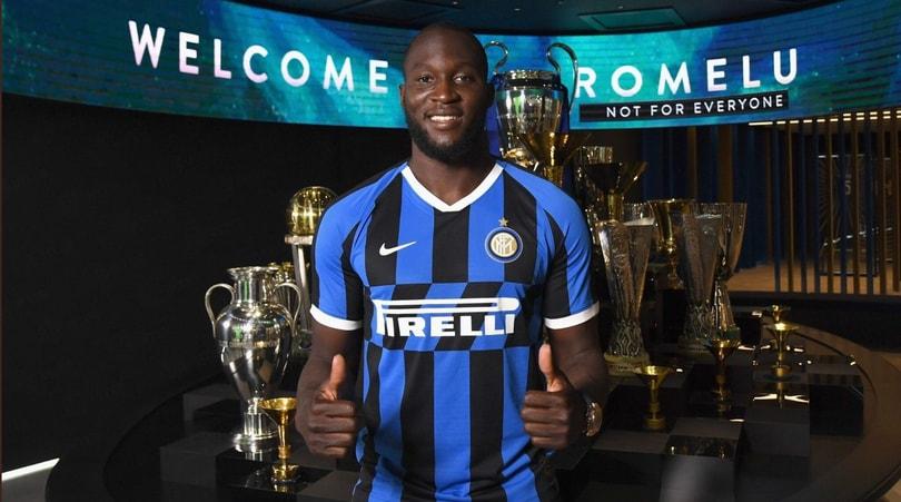 Lukaku all'Inter, è ufficiale: prima la firma e poi l'allenamento