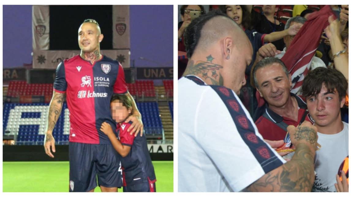 Il centrocampista belga accolto come un Re dai tifosi rossoblù per il suo ritorno in Sardegna
