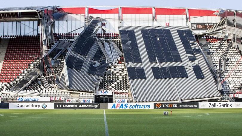 Crolla tetto stadio dell'AZ Alkmaar, non ci sono feriti