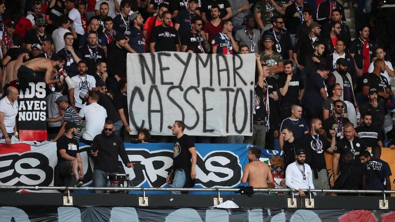 """La sorella di Neymar è una furia: """"I tifosi del Psg? Dei cogl…"""""""