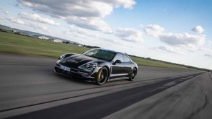 Porsche Taycan, super test in accelerazione:le foto