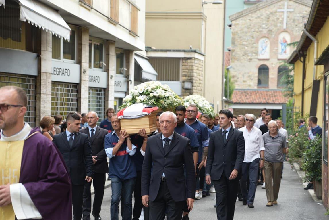 Una chiesa gremita a Borgo Palazzo, un quartiere di Bergamo, ha dato l'ultimo saluto ai due ragazzi travolti ed uccisi dall'auto di Matteo Scapin lo scorso 3 agosto