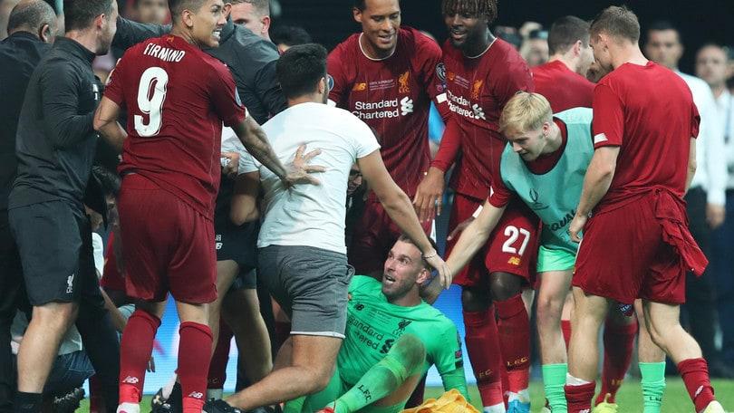 Liverpool, Adrian ko per colpa di un tifoso