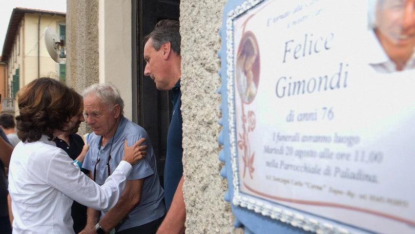 Gimondi, grande folla ai funerali: ci sono anche Moser e Saronni