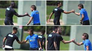 Inter, Conte stringe la mano a tutti i giocatori