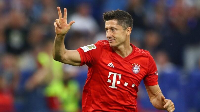 Lewandowski trascina il Bayern Monaco: 3-0 allo Schalke 04