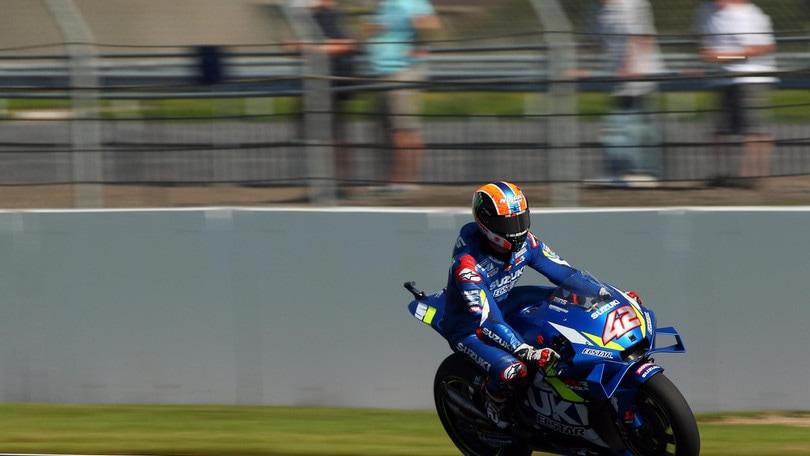 Gp Silverstone: trionfa Rins all'ultima curva su Marquez! Rossi 4°