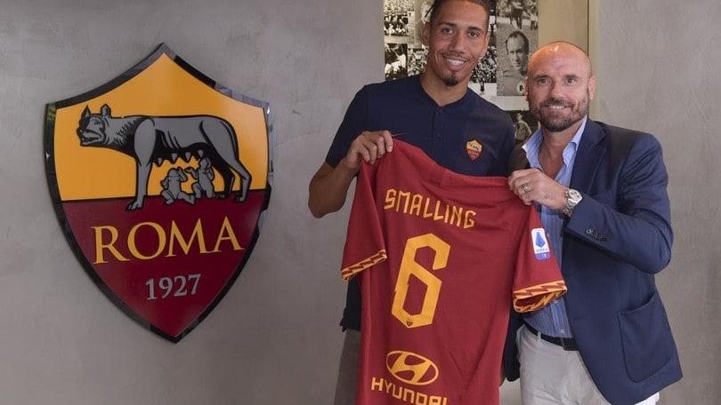 Roma, ufficiale Smalling in prestito:
