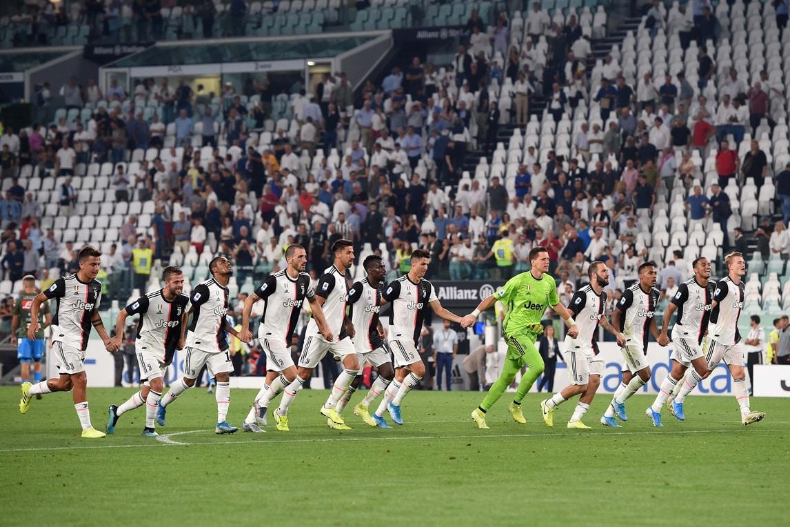 Juve-Napoli: l'autogol di Koulibaly regala la vittoria ai bianconeri. Succede di tutto all'Allianz Stadium