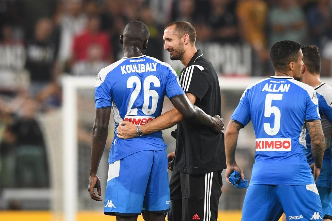 Juve-Napoli, Chiellini va ad abbracciare Koulibaly dopo l'autogol
