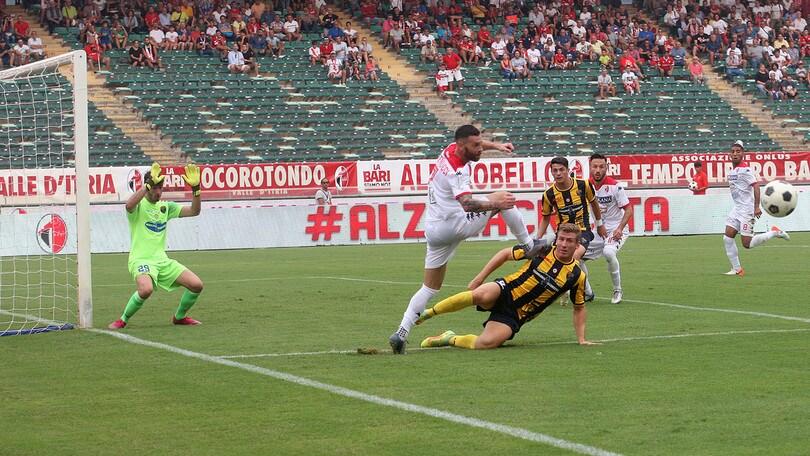 Serie C, Bari ko in casa con la Viterbese, 1-3. Reggina, 5-1 alla Cavese