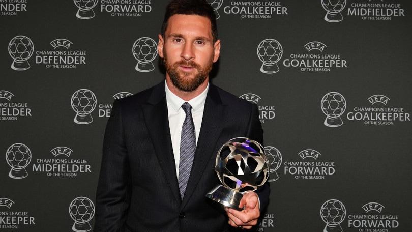 Leo Messi indossa Emporio Armani al Gala della Uefa
