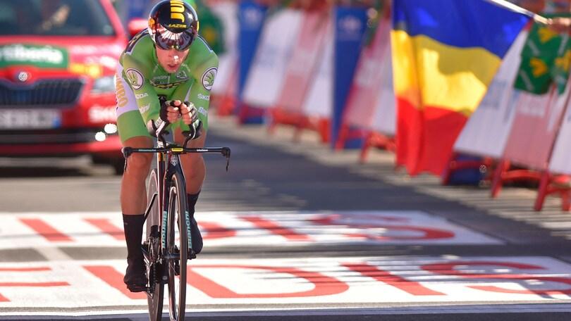 Roglic domina la crono alla Vuelta. Vittoria e maglia rossa