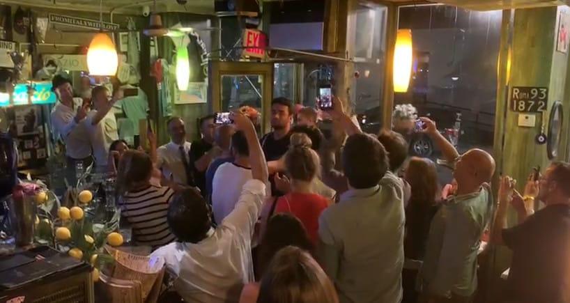 Berrettini entra al ristorante: il tifo è da stadio!