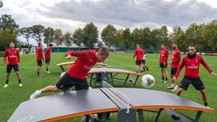 Milan, show in allenamento con il Teqball