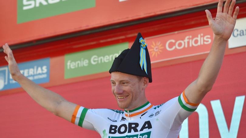 Bennett vince la 14ª tappa della Vuelta. Roglic ancora leader