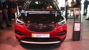 Opel, le foto del SUV Grandland X Hybrid