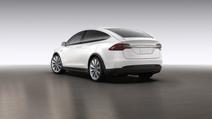Tesla Model X P90D: le immagini