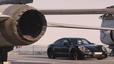 Porsche Taycan, prova da record su una portaerei