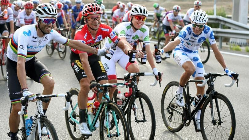 Roglic re della Vuelta: ultima tappa a Jakobsen