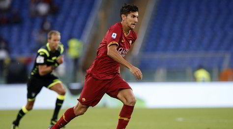 Pellegrini, la mani sulla maglia di Totti