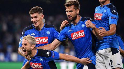 Napoli-Liverpool 2-0: Mertens e Llorente travolgono Klopp