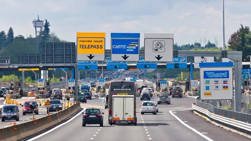 Autostrade, i prezzi dei pedaggi restano congelati per due mesi
