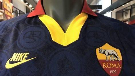 Roma, tutti i dettagli della terza maglia che debutterà stasera