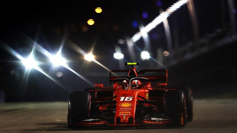 Leclerc da sogno: pole position a Singapore! Vettel è terzo
