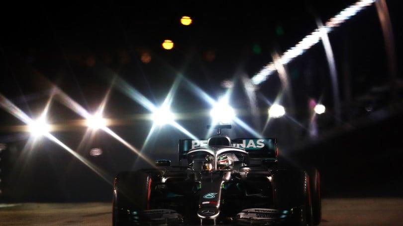 """Gp Singapore, Hamilton: """"Stupito dalle Ferrari, che pole di Leclerc"""""""