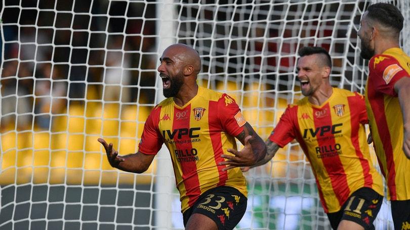 Serie B: Benevento in testa, vola l'Ascoli. Pari per Pescara e Perugia