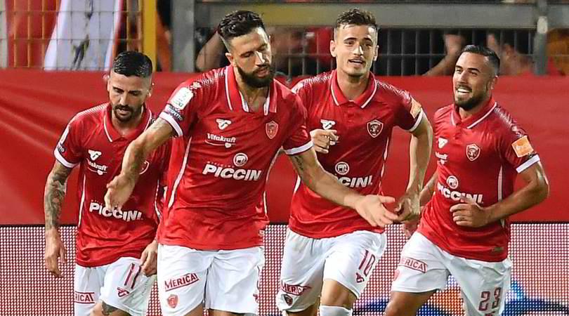 Serie B, pari Benevento e Ascoli in testa. Frosinone battuto al Curi dal Perugia