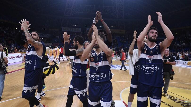 Fortitudo Bologna vincente all'esordio: Pesaro battuta 80-72