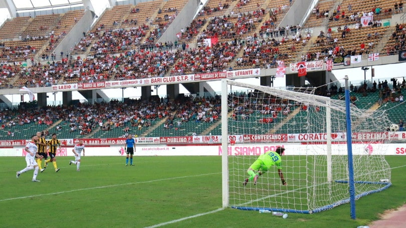 Serie C, Bari fermato in casa dal Monopoli. Catania, poker alla Cavese