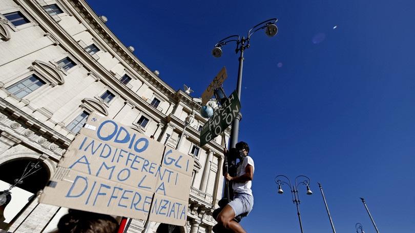 Sciopero per il clima, migliaia di ragazzi in piazza in tutta Italia