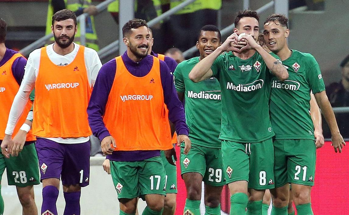 Milan, ancora un ko: tris della Fiorentina e fischi per Giampaolo