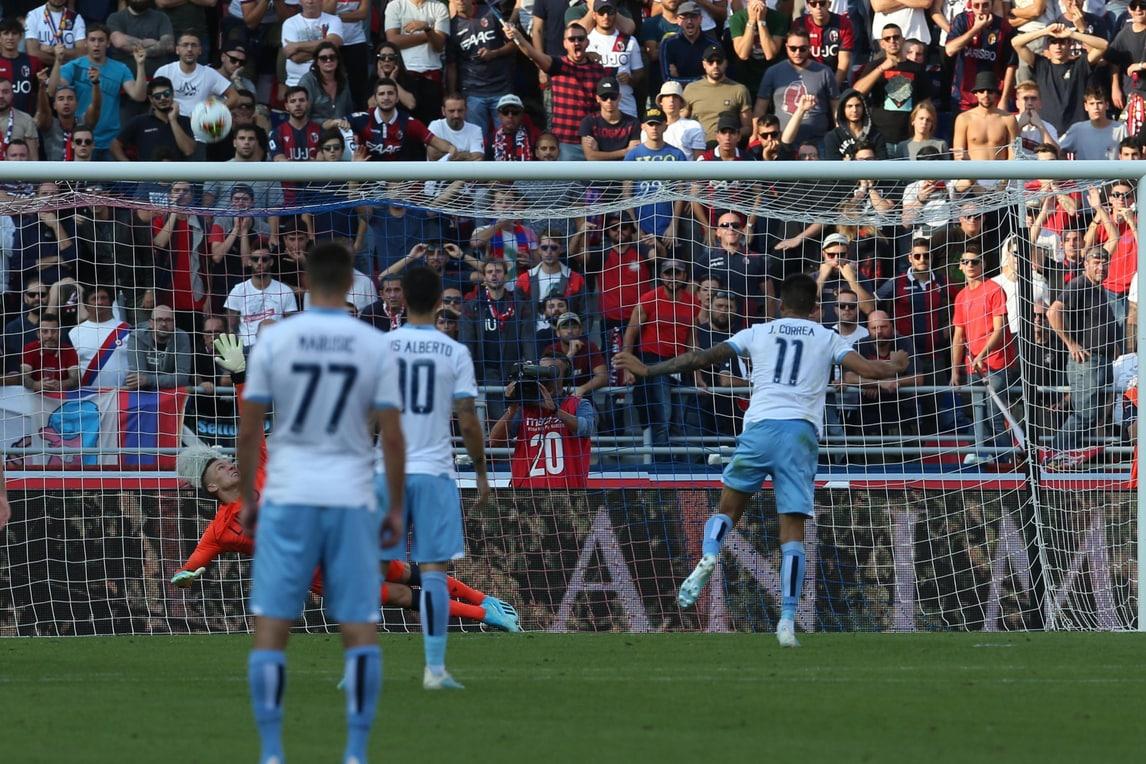 Correa sbaglia, festa Lazio rinviata: 2-2 a Bologna