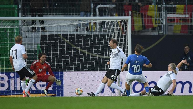 Azzurri Legends: 3-3 in Germania. Segnano Toni, Totti e Tommasi