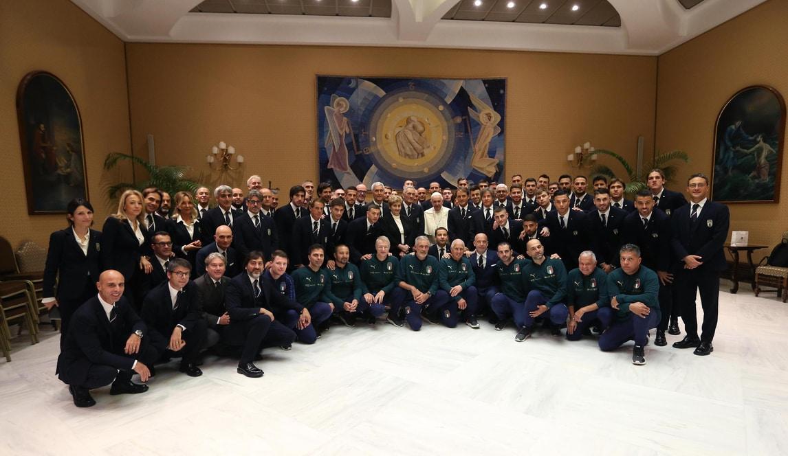 La Nazionale ricevuta da Papa Francesco in Vaticano: ecco tutte le foto