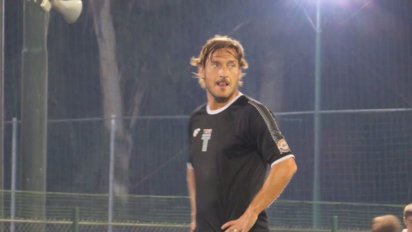 """Totti incanta con una tripletta, poi si arrabbia con l'arbitro: """"Sei una tartaruga..."""""""