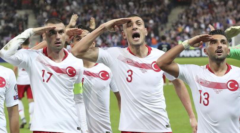 Turchia, l'Uefa apre un'indagine per il saluto militare