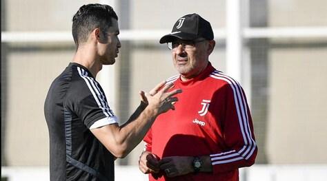 Juve, Ronaldo a colloquio con Sarri: l'allenamento bianconero
