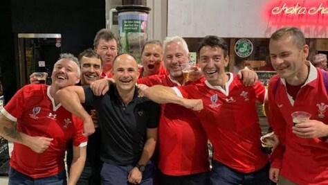 Niente semifinali per l'arbitro Peyper: colpa delle foto coi tifosi del Galles