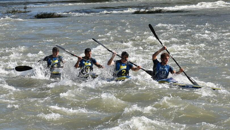 Canoa, festa della pagaia sul Tevere per la 1ª Roma Canoe Marathon