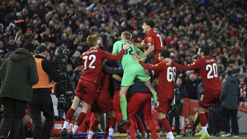 Coppa di Lega inglese, 5-5 con l'Arsenal: Liverpool ok ai rigori. Vincono Aston Villa e United
